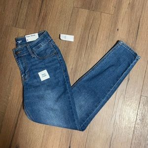 NWT Old Navy Super Skinny Mid Rise Ankle Jean
